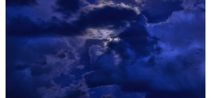 Nouvelles photos – La Lune joue avec les nuages